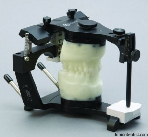 How to select Dental Articulators for fabrication of complete denture