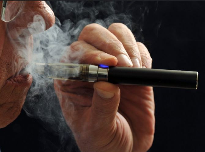 Effects of e cigarettes on Oral health