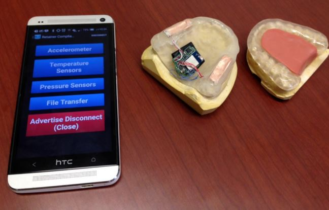 Smart mouthguard with sensor to detect bruxism